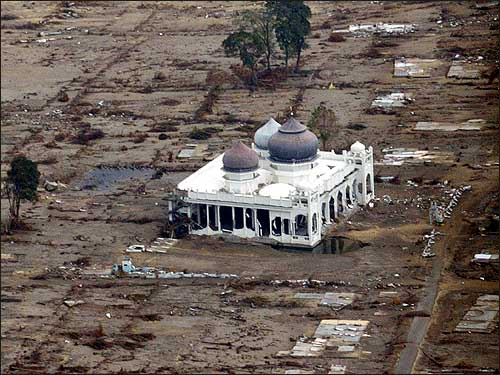 Animation of the 2004 tsunami wave as it travels across the Indian ...